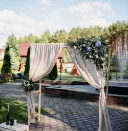 Arch for rent at the wedding