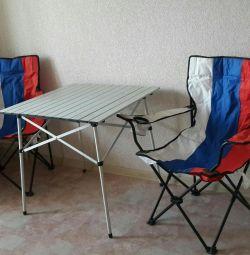Стіл і два крісла.