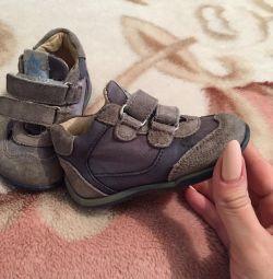 Παιδικά παπούτσια μεγέθους 19.20