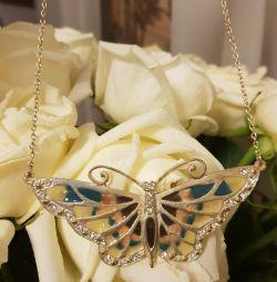 Accesorizează pandantivul fluture