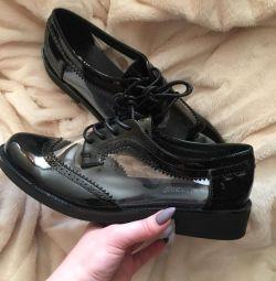 Νέα παπούτσια όλων των μεγεθών