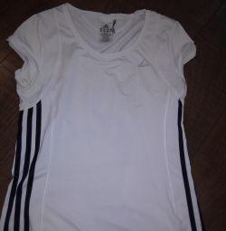 Tricou Adidas, pantaloni scurțiFinn Flare.