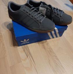 Нові, оригінал (нат.кожа) кросівки adidas. Рр 40-45