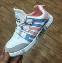 Sneakers female size 35