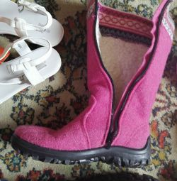 Winter boots in excellent condition. Natur. Fur