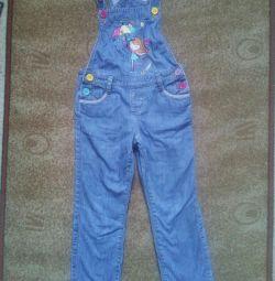 Комбінезон джинсовий для дівчинки.