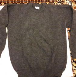 Серый новый свитер