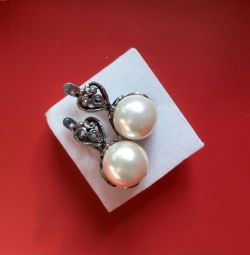 Earrings with pearls, scan
