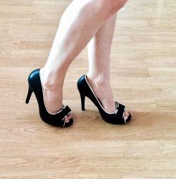 Νέα παπούτσια, 37