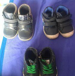 Взуття дитяче.