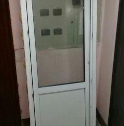 Πλαστική πόρτα
