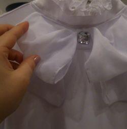 Bluza este pentru copii. Înălțimea 140