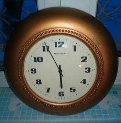 Настенные часы марки Янтарь