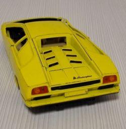 Model Lamborghini Diablo galben pentru piese