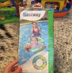 Noi cercuri gonflabile și bile pentru înot