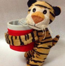 τίγρης με ένα ποτήρι
