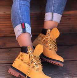 Yeni ayakkabıların varlığında (Naturalka)