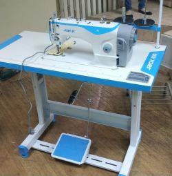 Швейная прямострочная машинка
