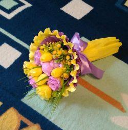 Букет из мыльных цветов с мишкой.