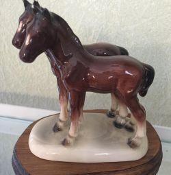 Статуэтки лошадь