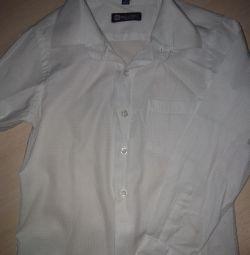 Λευκό πουκάμισο για 5-6 χρόνια