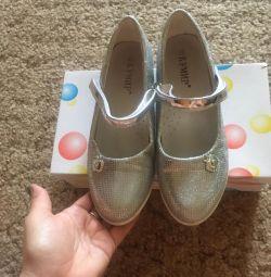 Παπούτσια όμορφα