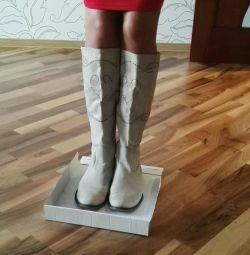 Δερμάτινες μπότες άνοιξη με διάτρηση r 39-40