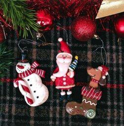 El yapımı yılbaşı ağacı için Noel oyuncaklar
