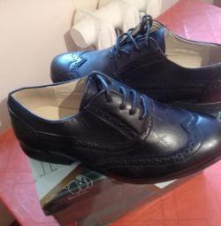 Νέα παπούτσια μεγέθους 33 και 34.