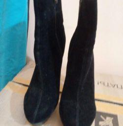 Ballyon.polu boots ..