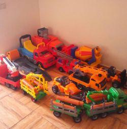 Oyuncak arabalar büyük