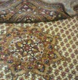 Covorul este nou.