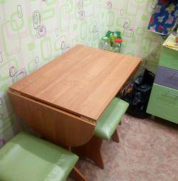 Masă de bucătărie + 3 scaune