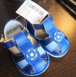 Sandale pentru băiatul de mărimea 18