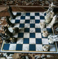 I will sell a chessboard with figures of Gary Potter