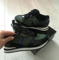 кросівки DG