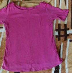 100% cotton. T-shirt with bows on shoulders