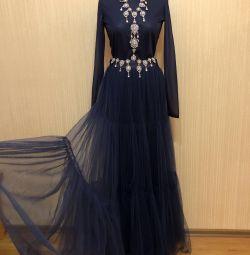 Φόρεμα στο πάτωμα για παραμονή Πρωτοχρονιάς ή αργία