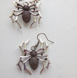 Прикольные серьги- пауки