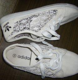 Кружевные кеды adidas
