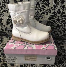 I will sell demi-season boots