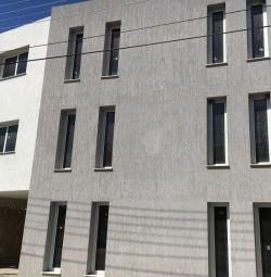 Partea completă Clădire de locuințe în Latsia, Nico