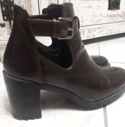 booties comfortable, in excellent condition, burgundy black with black, no 39,
