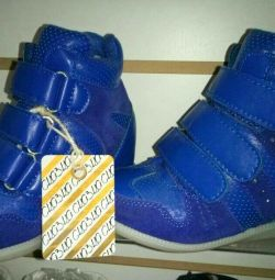 Sneakers on girls