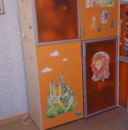 Παιδική ντουλάπα με οπίσθιο φωτισμό