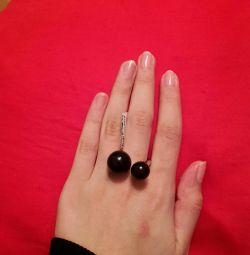 Το δαχτυλίδι είναι νέο
