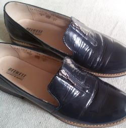 Shoes loafers are blue, a natural varnish, r-38