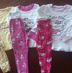 Pijamale și tricouri