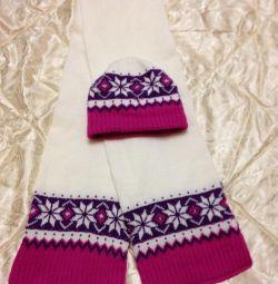 Новая красивая шапочка с шарфом для девочки