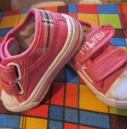 Sneakers, size 24